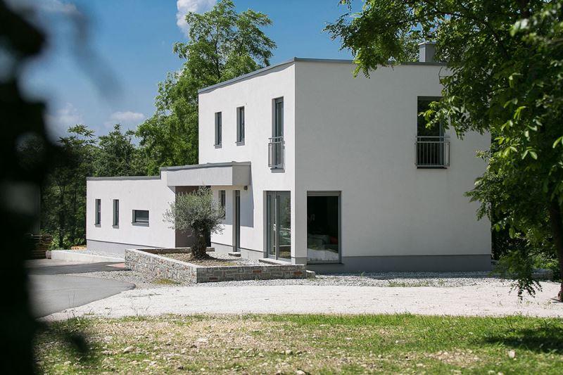 House Črniče